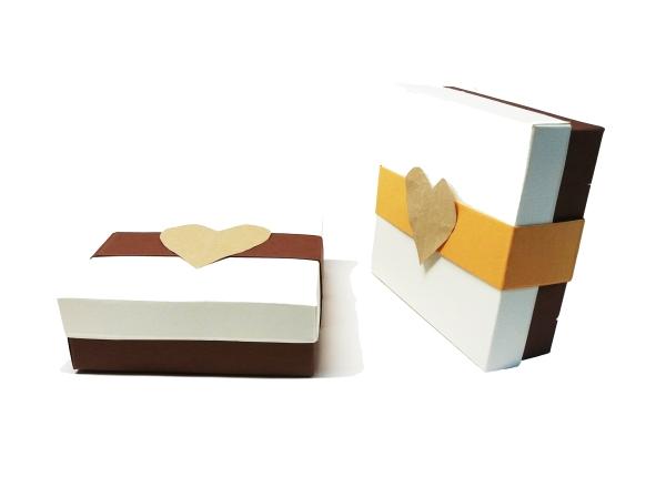 cutii cu capac pentru cadouri